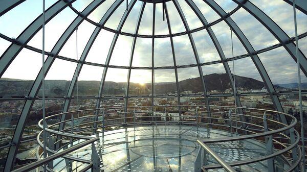 Купол над зданием президентского дворца в Тбилиси. Архивное фото