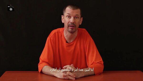 Кадр из видео с британским журналистом Джоном Кэнтли
