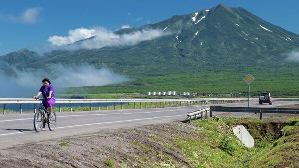 Вид на вулкан Богдан Хмельницкий на острове Итуруп. Курильские острова. Архивное фото