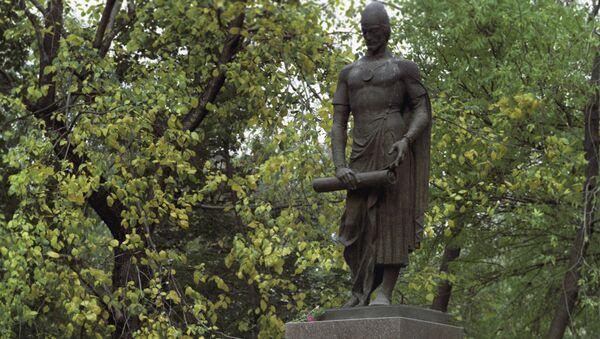 Памятник грузинскому поэту Ш.Руставели