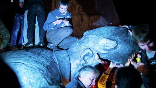 Памятник Ленину снесен в Харькове. Архивное фото