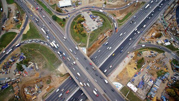 Осмотр хода работ по реконструкции транспортной развязки на пересечении МКАД с Каширским шоссе. Архивное фото