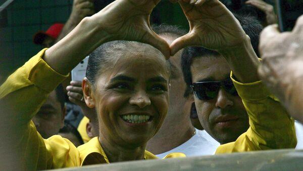 Марина Силва во время того, как она прибыла на избирательный участок в Риу-Бранку, 5 октября, 2014