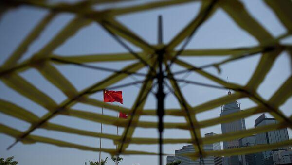 Флаг КНР на территории комплекса правительственных зданий в Гонконге