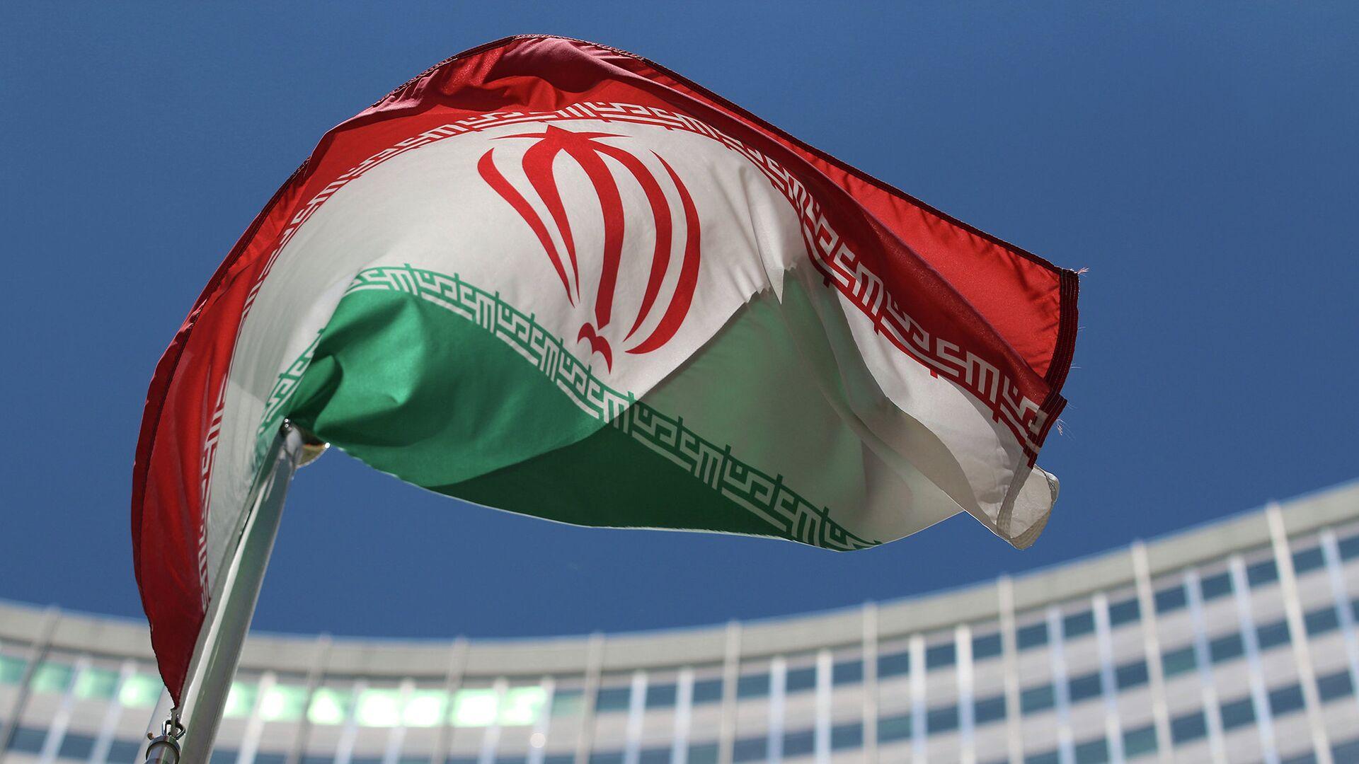 Иранский флаг напротив штаб-квартиры ООН в Вене - РИА Новости, 1920, 02.08.2021