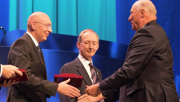 Нобелевская премия по химии за 2014 год присуждена Эрику Бетцигу, Уильяму Морнеру и Стефану Хеллу. 9 октября 2014