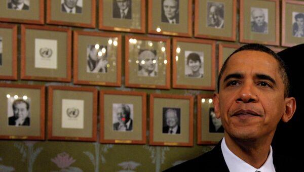 Президент США Барак Обама на фоне портретов нобелевских лауреатов в Осло, Норвегия
