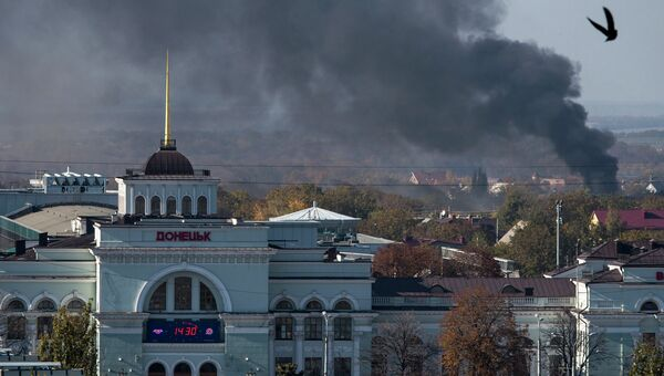 Дым над аэропортом Донецка 12 октября 2014 года