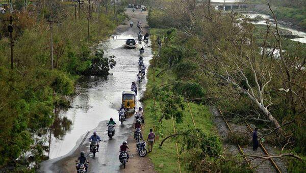 Затопленная дорога во время наводнения из-за циклона Худхуд. Индия, 14 октбря 2014