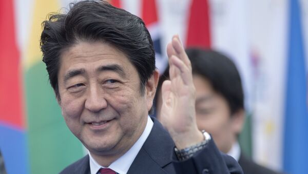 Премьер-министр Японии Синдзо Абэ перед началом заседания саммита форума Азия-Европа