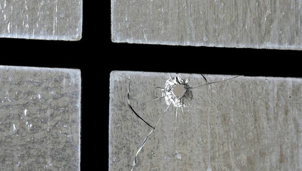 Пулевые отверстия в окне Ротонды в здании парламента в Оттаве