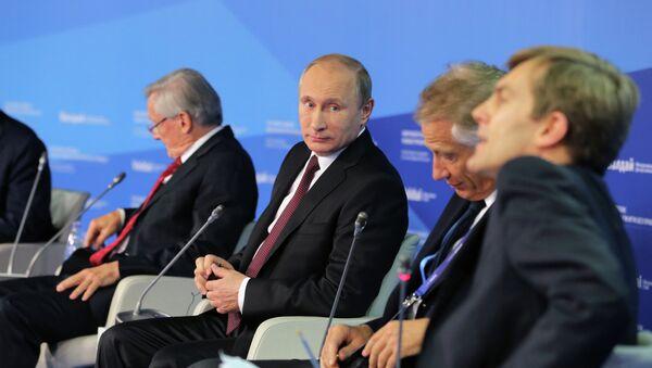 Президент России Владимир Путин на итоговой пленарной сессии XI заседания Международного дискуссионного клуба Валдай в Сочи