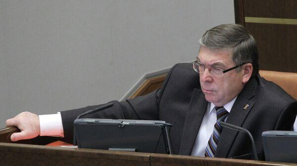 Руководитель комитета по соцполитике Валерий Рязанский на заседании верхней палаты российского парламента