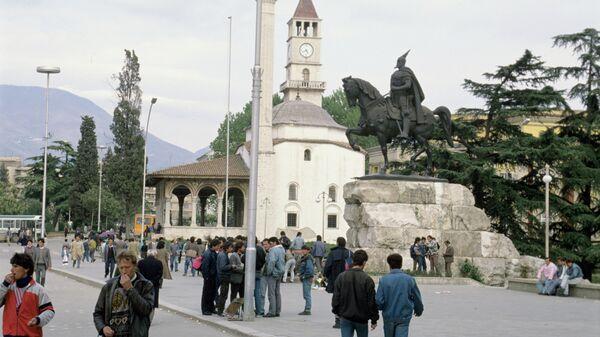 Памятник национальному албанскому герою Георгу Скандербегу