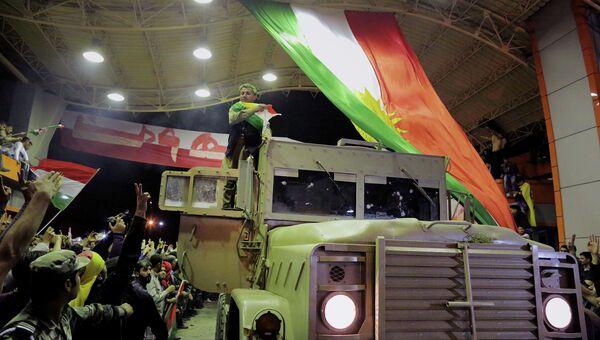Курды из военизированного формирования Пешмерга на пути в город Кобани