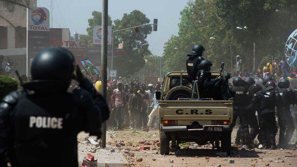 Беспорядки на улицах столицы Буркина-Фасо города Уагадугу. Архивное фото