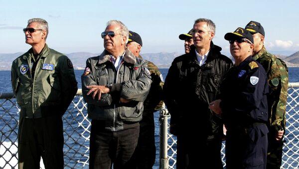Генеральный секретарь НАТО Йенс Столтенберг во время учений вооруженных сил Греции