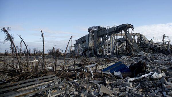 Разрушенное здание луганского аэропорта. Архивное фото