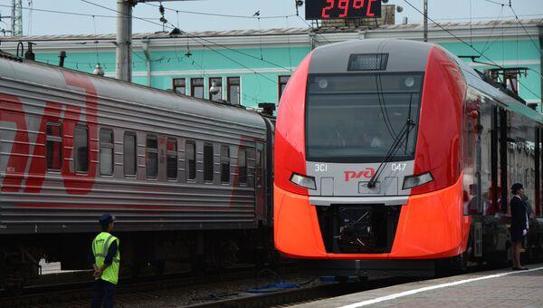 Скоростной электропоезд во время стоянки на вокзале Новосибирск-Главный. Архивное фото