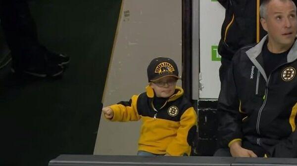 Самый маленький хоккейный фанат