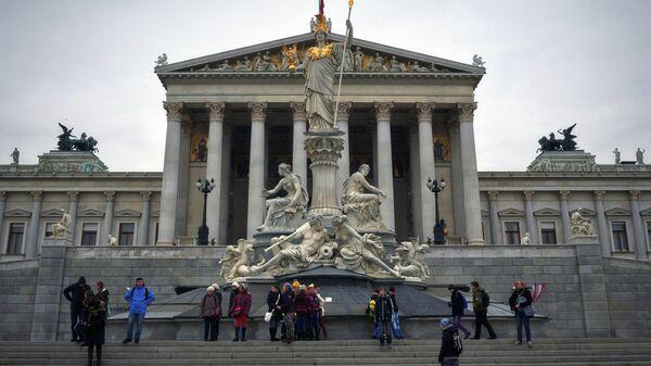Вид на здание австрийского парламента в Вене. Архивное фото