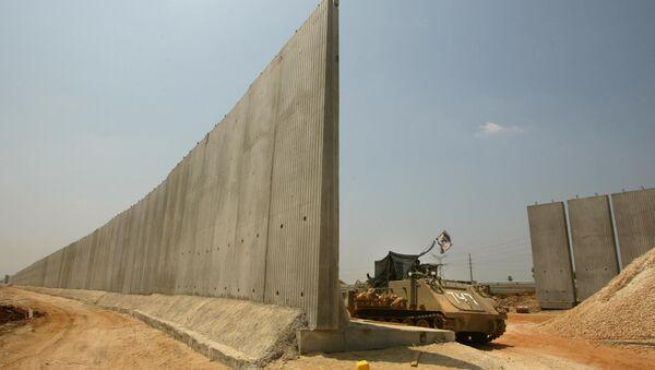 Израильский бронетранспортер. Архивное фото
