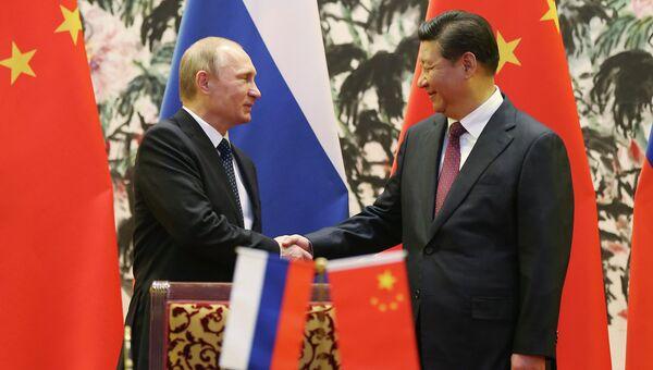 Президент РФ Владимир Путин и председатель КНР Си Цзиньпин на встрече в рамках саммита АТЭС. Архивное фото.
