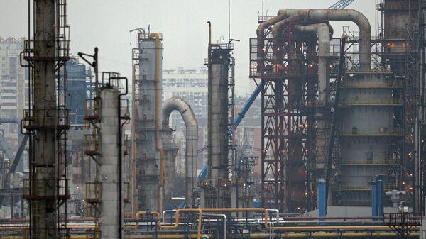 Нефтеперерабатывающее предприятие ОАО Газпромнефть – Московский НПЗ в Москве. Архивное фото