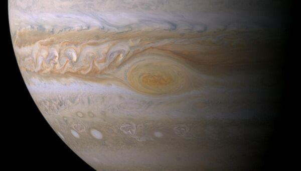 Знаменитой Большое Красное Пятно (БКП) на Юпитере