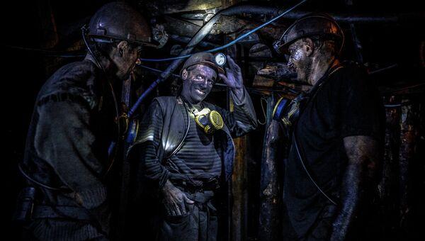 Шахтеры на шахте Глубокая в Шахтерске. Архивное фото
