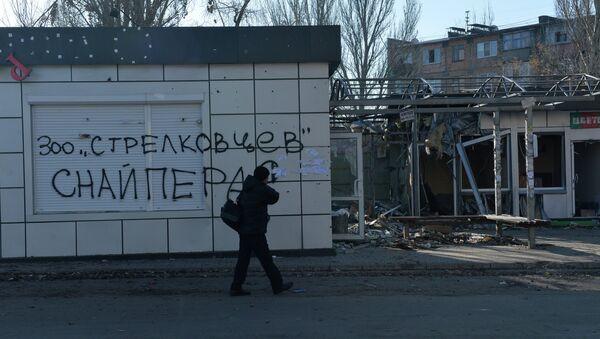 Разрушения в Донецке в результате артиллерийского обстрела украинскими силовиками