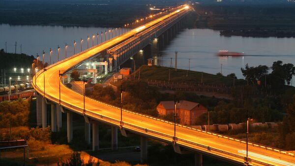 Вид на железнодорожно-автомобильный мост через реку Амур в Хабаровске на трассе Чита - Хабаровск.