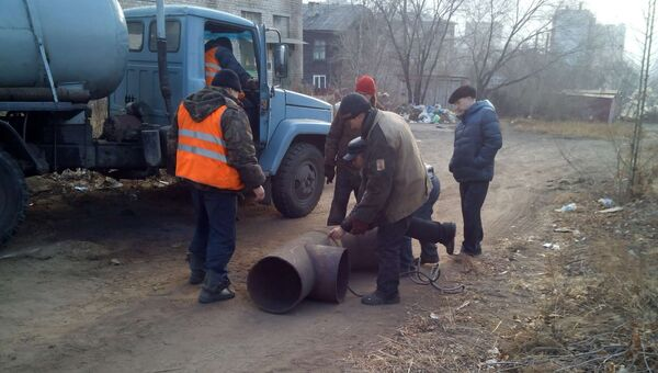 Работы на месте порыва теплотрассы в городе Чита