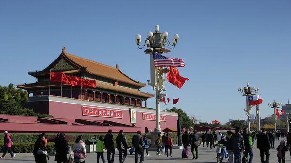 Флаги США и Китая в Пекине