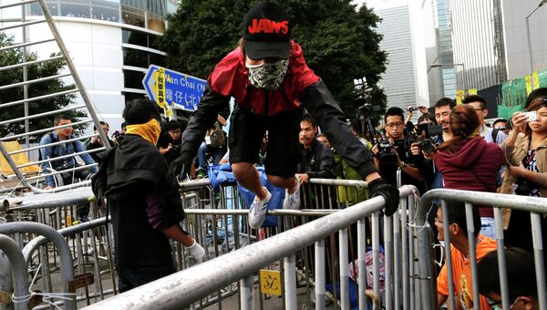 Разбор баррикад в центре Гонконга. Архивное фото