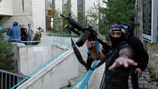 Полиция возле синагоги в районе Хар-Ноф на западной окраине Иерусалима, на которую было совершено нападение