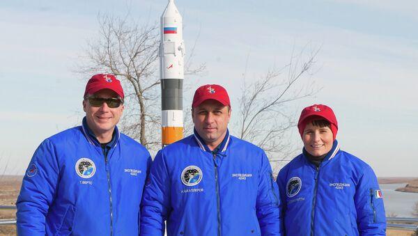 Члены основного экипажа 42/43-й длительной экспедиции на МКС: астронавт НАСА Терри Вертс, космонавт Роскосмоса Антон Шкаплеров и астронавт ЕКА Саманта Кристофоретт. Архивное фото