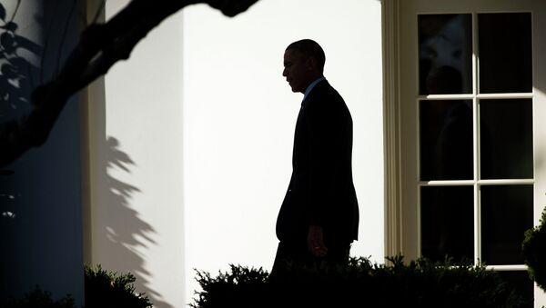 Президент США Барак Обама возле Белого дома в Вашингтоне