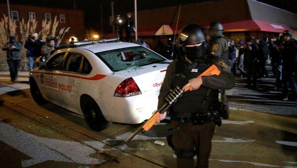 Полиция на месте уличных беспорядков в Фергюсоне. Архивное фото