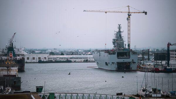 Десантный корабль Севастополь типа Мистраль на судостроительном заводе фирмы STX Europe. Архивное фото