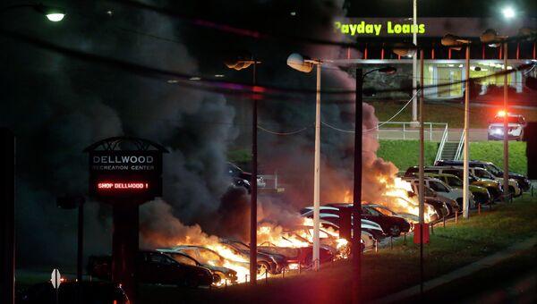 Протестующие против оправдательного приговора полицейскому Уилсону подожгли автомобили в Деллвуде