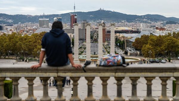 Вид на холм Монжуик и проспект королевы Марии-Кристины в Барселоне
