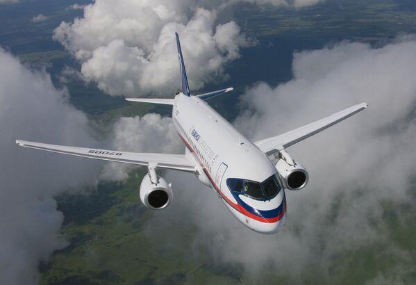 Пассажирский самолет Сухой Суперджет 100