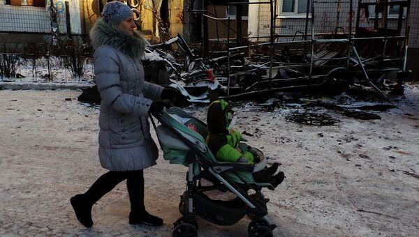 Последствия обстрела Кировского района Донецка. Архивное фото
