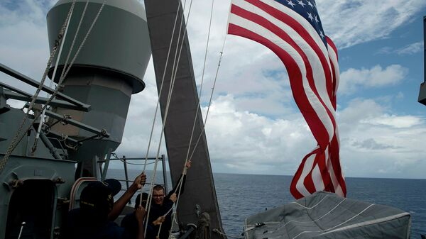 Флаг США на корабле. Архивное фото