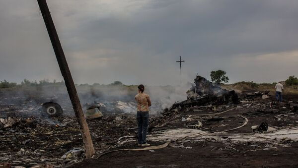 На месте крушения малайзийского самолета Boeing 777 в районе города Шахтерск