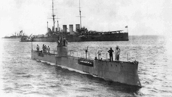 Подводная лодка Акула и броненосный крейсер Рюрик, 1913 год