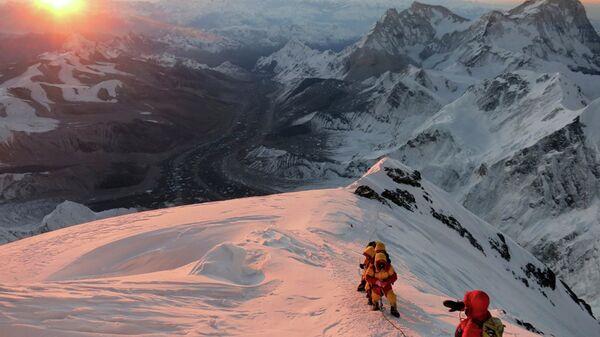 Альпинисты на пути к вершине Эвереста, Непал