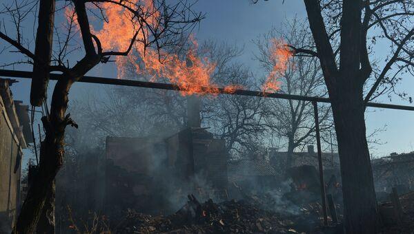 Дом, разрушенный в результате артиллерийского обстрела украинскими силовиками города Донецка