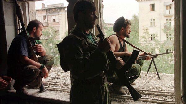 Чеченские боевики во время уличных боев в Грозном